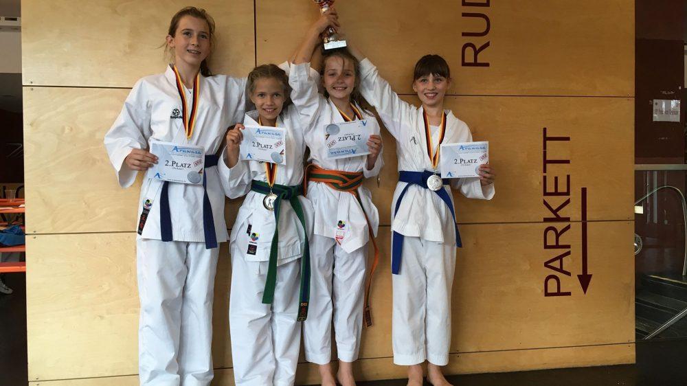 8 x Edelmetall beim Best Fighter Karate Cup